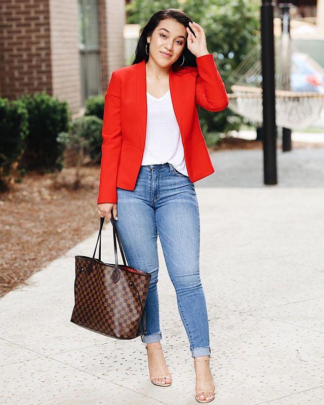 Hey Boss Babe, let's tackle the week!! Happy Monday • • • • • • #blogger #lifestyle #lifestyleblogger #fashionblogger #wwit #ootd #anntaylor #nordstrom #joejeans #louisvuitton #stuartweitzman #bossbabe #fashion #fashionbombdaily #monday #fashionblogger