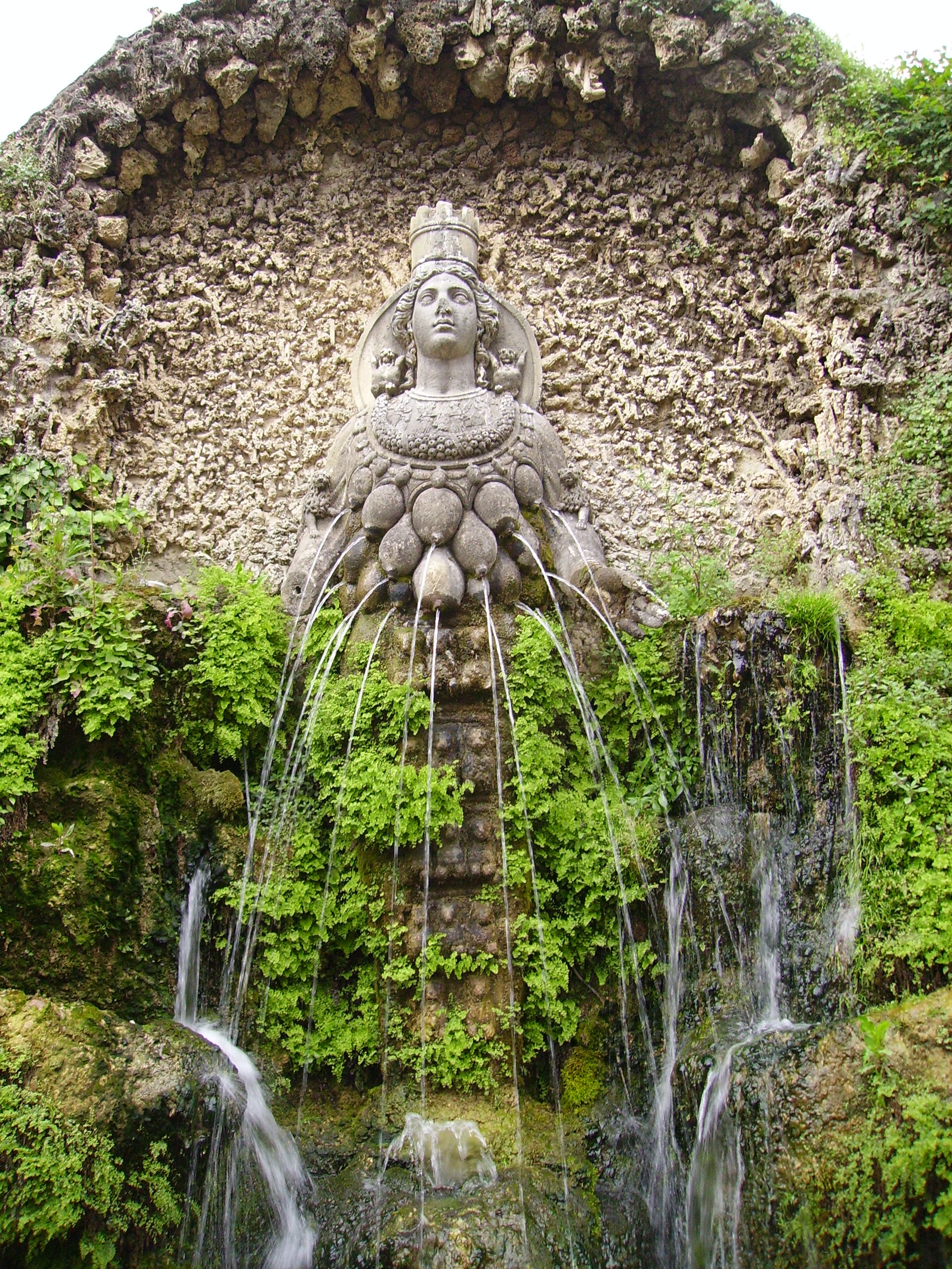Fontana_di_Diana_Efesina-Tivoli,_Villa_d'Este.jpg