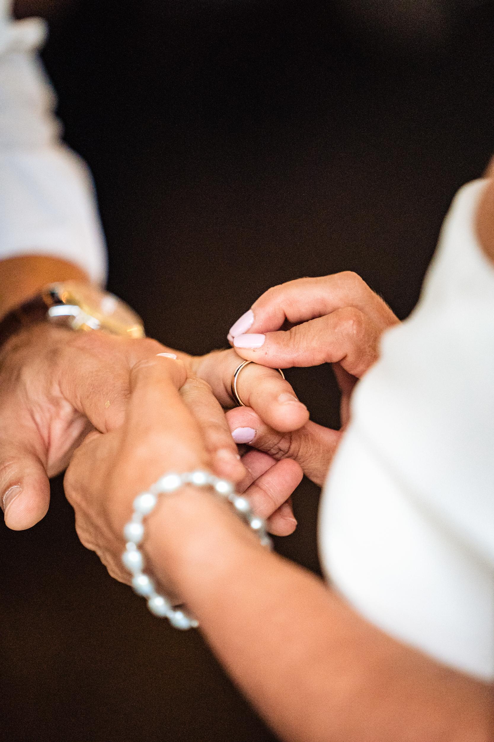 Halifax-wedding-photography-foxandfellow-nova-scotia-backyard-summer-canada-33.jpg