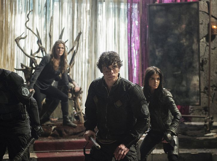 Bellamy Blake, Octavia Blake, and Abby Griffin defend the throne room.