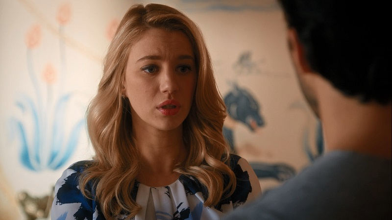 Rafael confronts Petra (Yael Grobglas) about lying to him about his sister