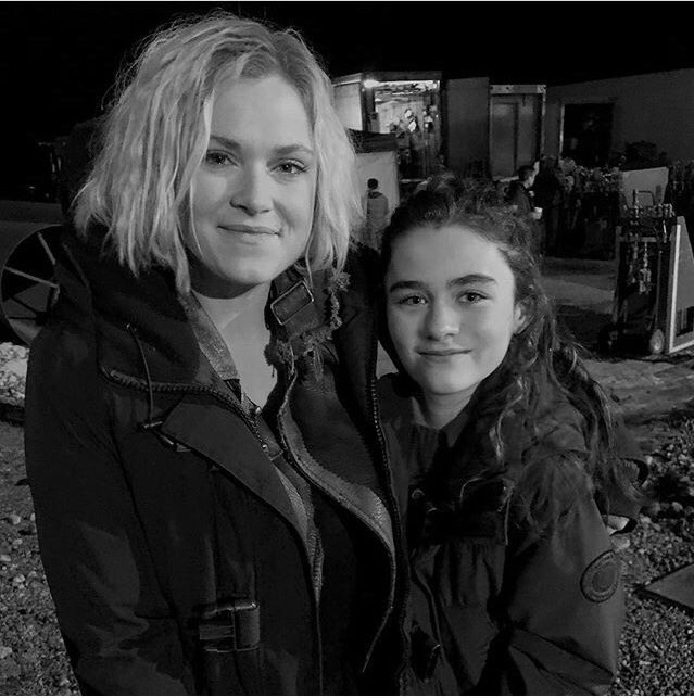 Eliza_&_Lola_Behind_The_Scene_of_the_100.jpg