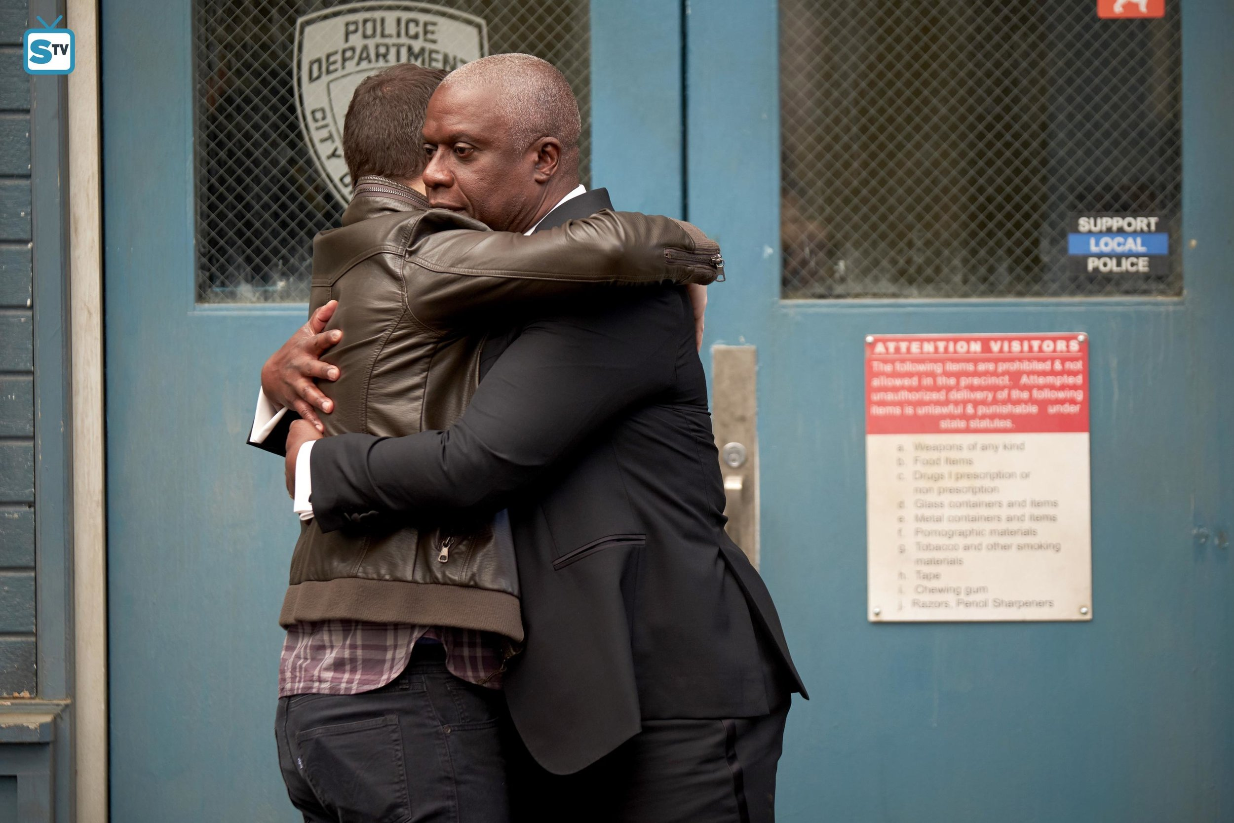 This episode was fabulous and I shouldn't complain, but why was this Jake/Holt hug cut? WHY?