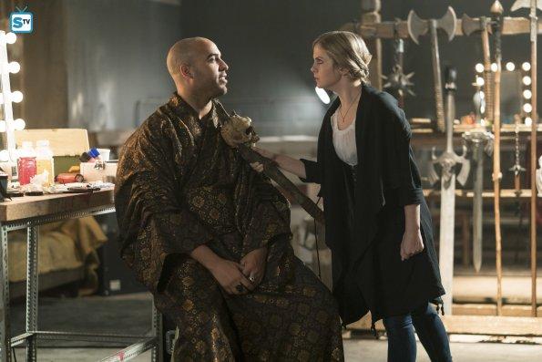 While on medieval LARPer brain, Liv beseeches Magnus to speak to her and Clive about Garrett's murder