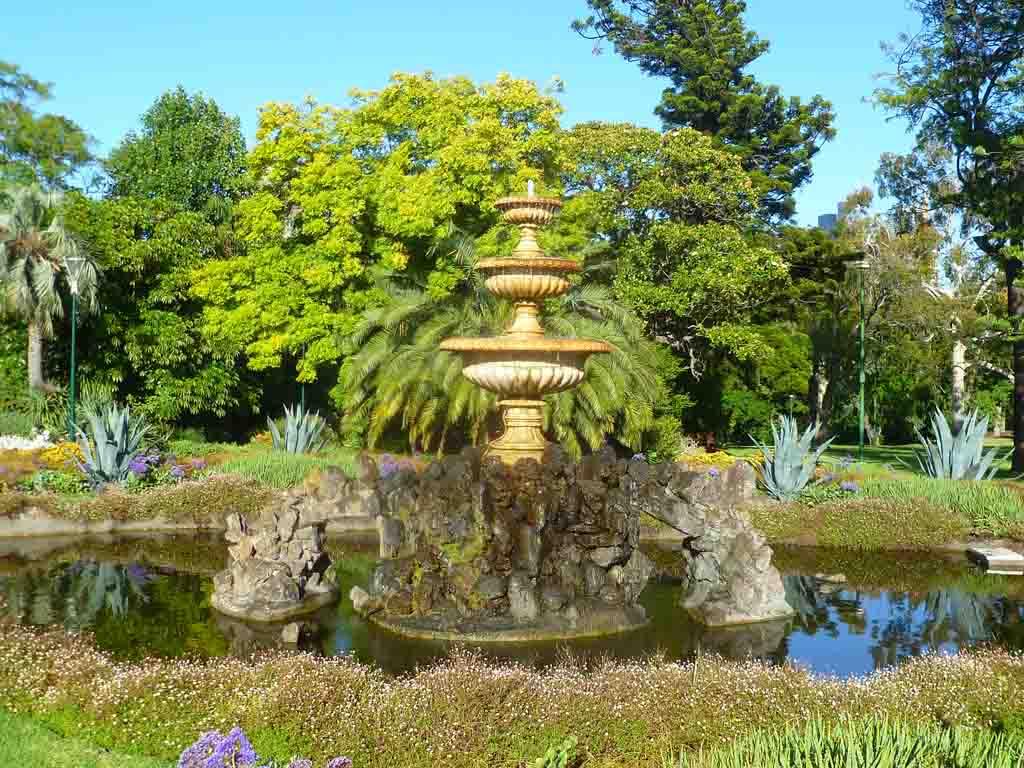 Grey_Fountain.jpg