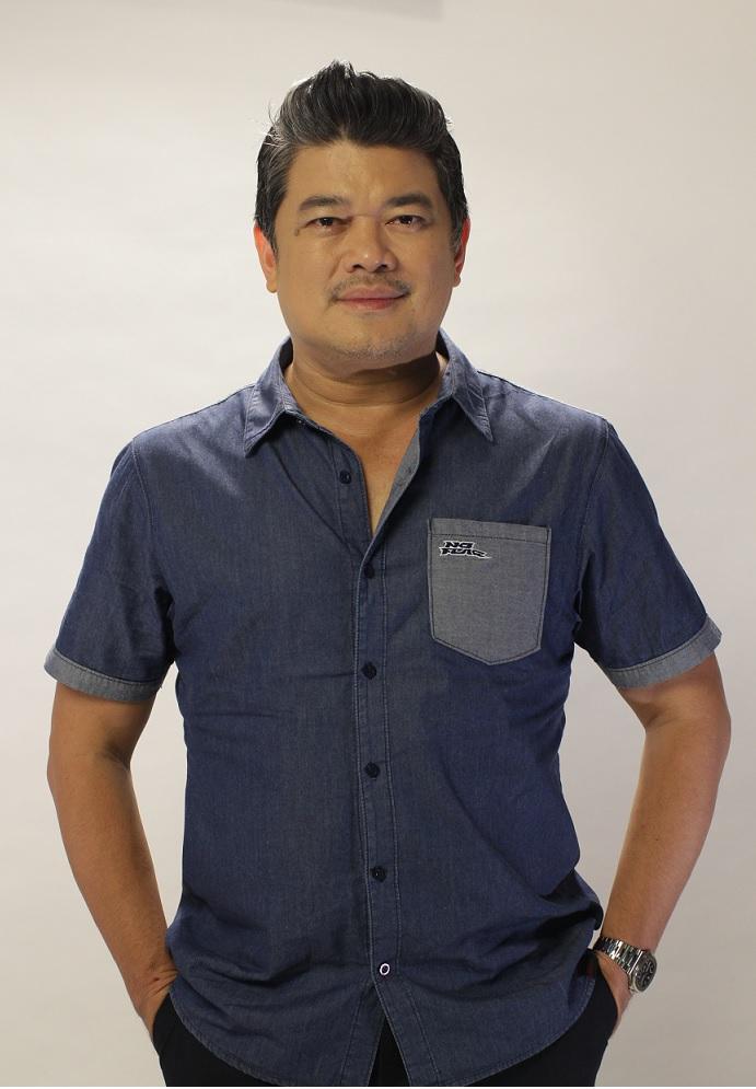 Julius Babao hosts the weekend radio show Magandang Morning with Julius and Zen withZen Hernandez