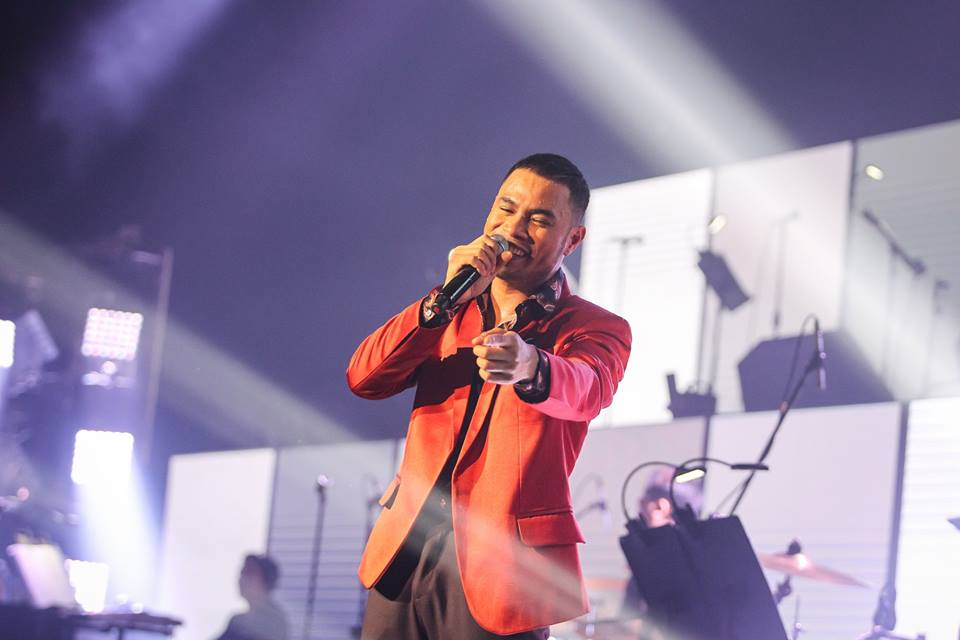 Bugoy belting his fan's favorite ditty