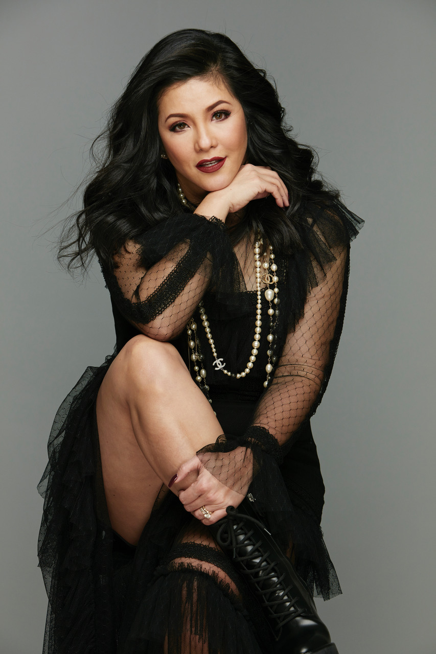 Enthusiastic that she can do what she loves best, Regine hogs the limelight once again