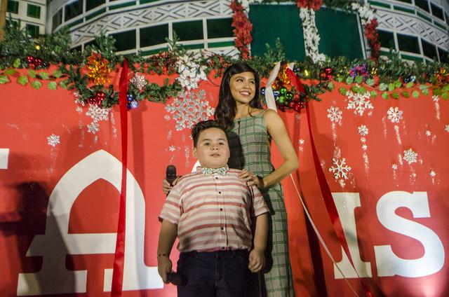 Eat Bulaga's Baste and Maine Mendoza ushered in the return of the COD Christmas animated display at the Araneta Center