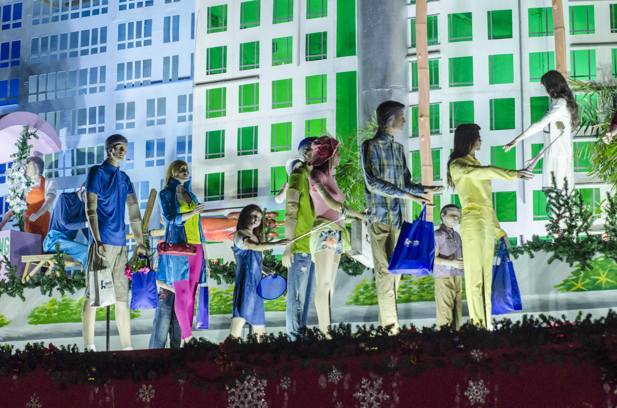 Bigger and better COD Christmas animated display is back at the Araneta Center after 16 years.