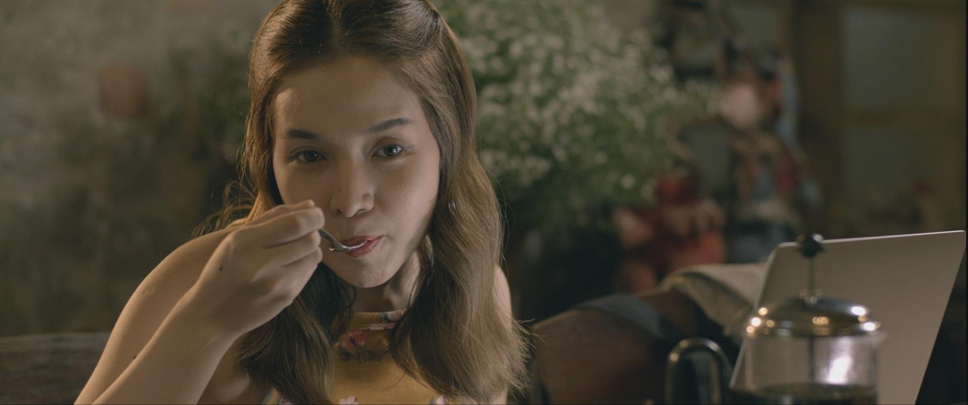 Kristel Fulgar plays a food vlogger