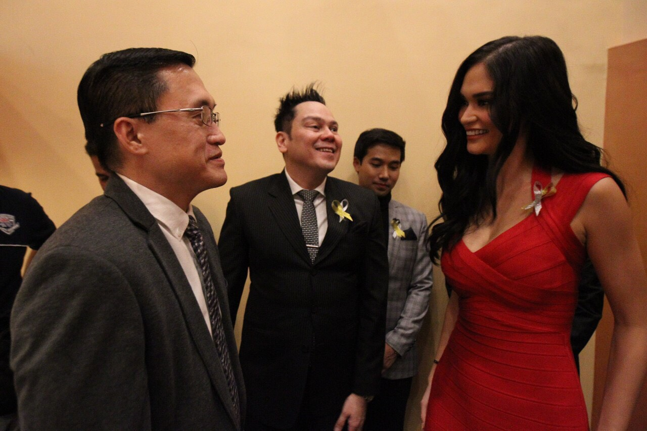 Go meets Pia Wurtzbach at the Walk of Fame