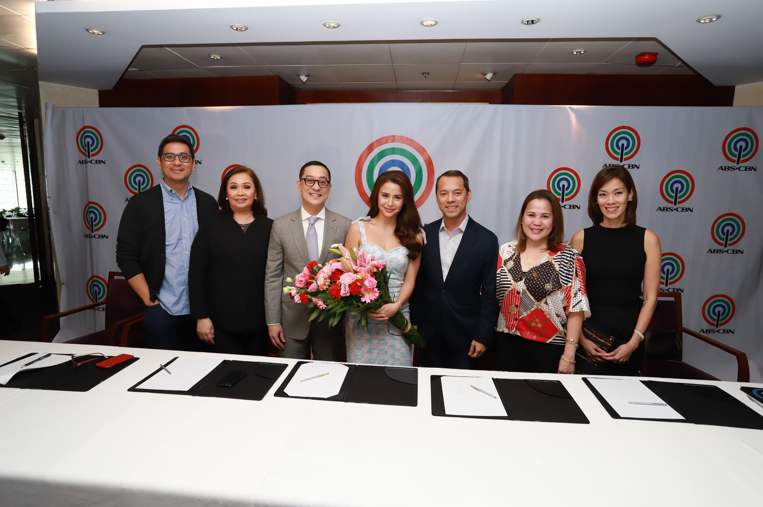 Yassi Pressman with ABS-CBN executives.JPG