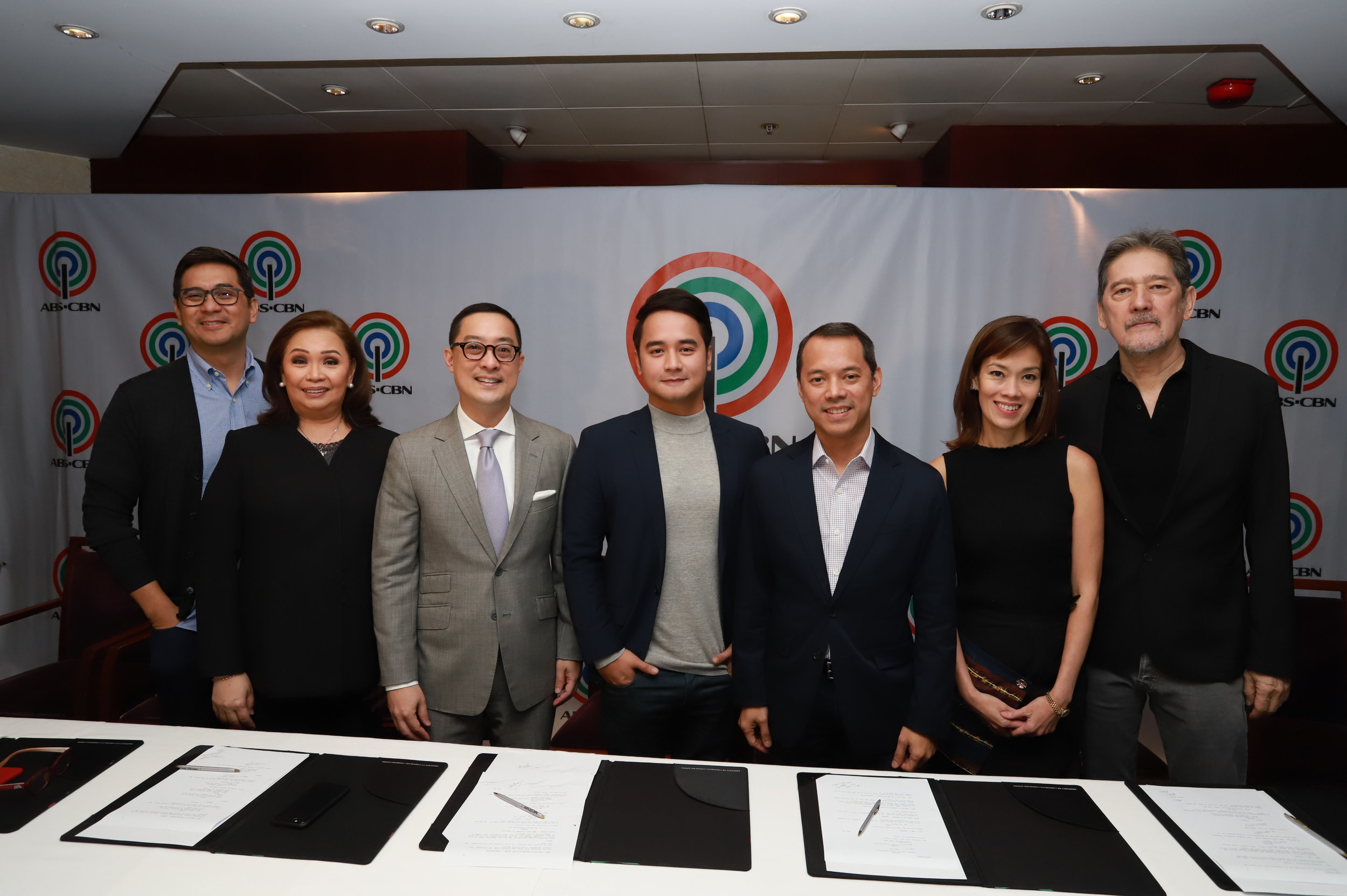 JM de Guzman with ABS-CBN executives.JPG