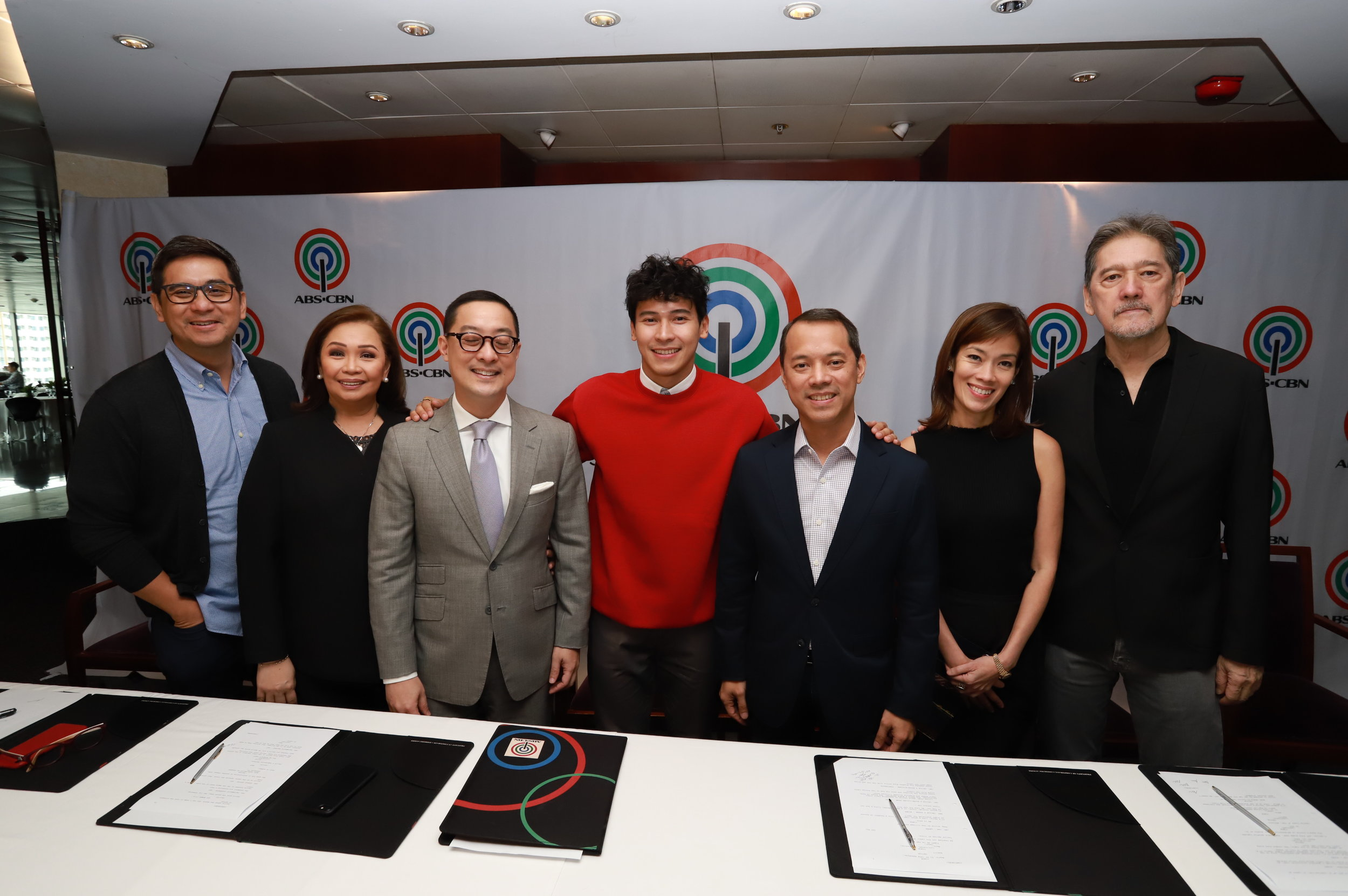 Enchong Dee with ABS-CBN executives.JPG