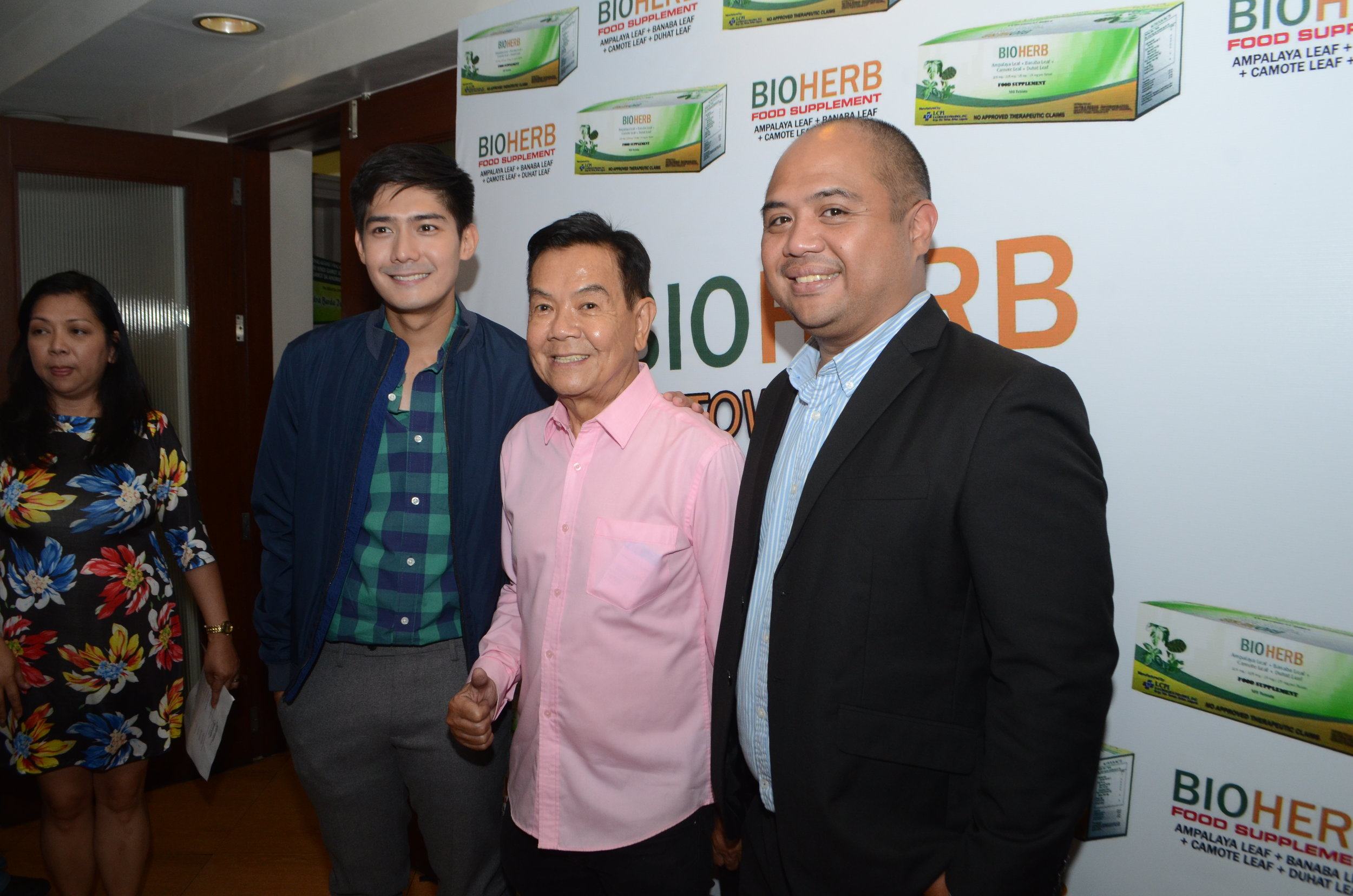Robi Domingo joins Dr. Jaime Galvez Tan, and NutraBerde President Mark Lopez at the launch of BioHerb at Mario's on T. Morato
