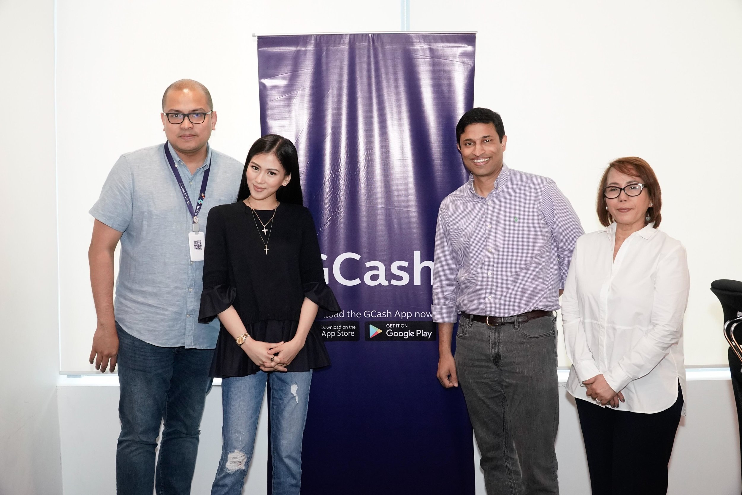 Alex Gonzaga with officers of GCash