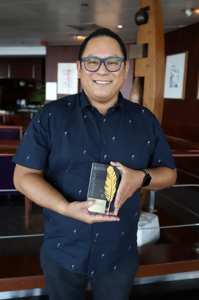 ABS-CBN head of Film Restoration Leo Katigbak with the Golden Quill from theInternational Association of Business Communicators