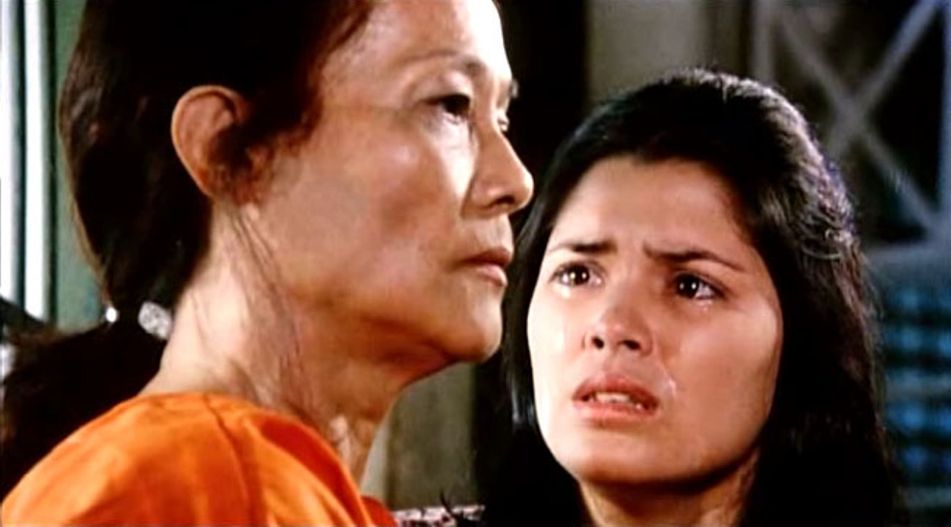 Mona Lisa (left) in a scene with Hilda Koronel in Lino Brocka's acclaimed dram  Insiang