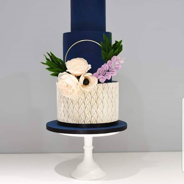 Designed and taught by the amazing Suzanne Esper cake school made by the Bluebird. I love this design and can't wait to design some of my own. #inspired #weddingcake #cakeart #cakeartistry