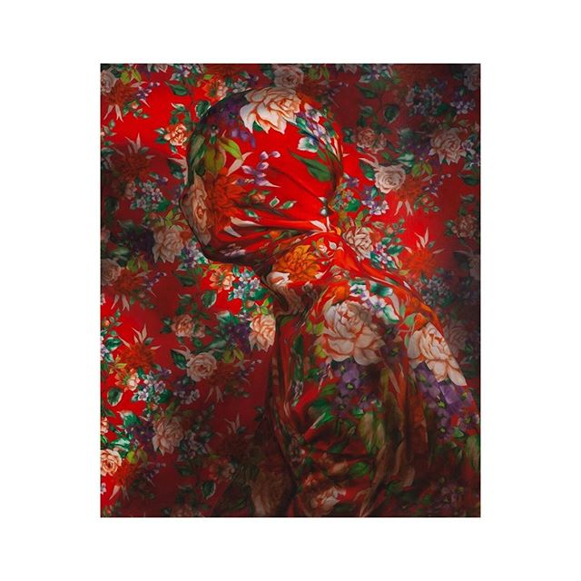 Markus Åkesson, @markusakessonvisual . #lavor #lavorunlimited #onlinemuseum #contemporaryart #artwork #culture #fineart #artristoftheday #artoninstagram #painting #contemporarypainting #artoftheday #figurative #figurativepainting #red #flowers