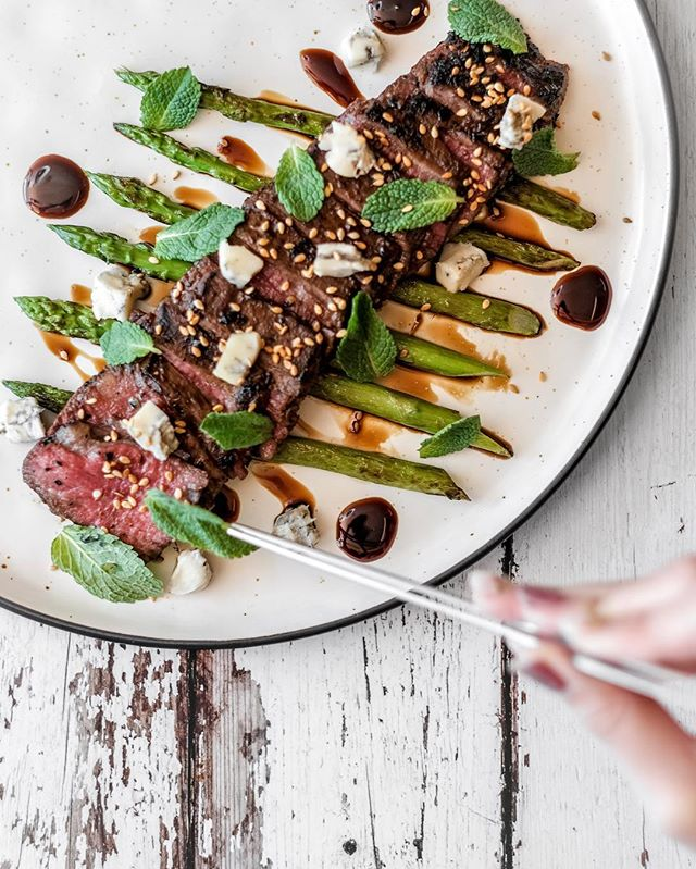 🐮 Wagyu Beef Flank 🐄 Asparagus, sherry reduction, Gorgonzola, Thai style marinate, and mint 🌿
