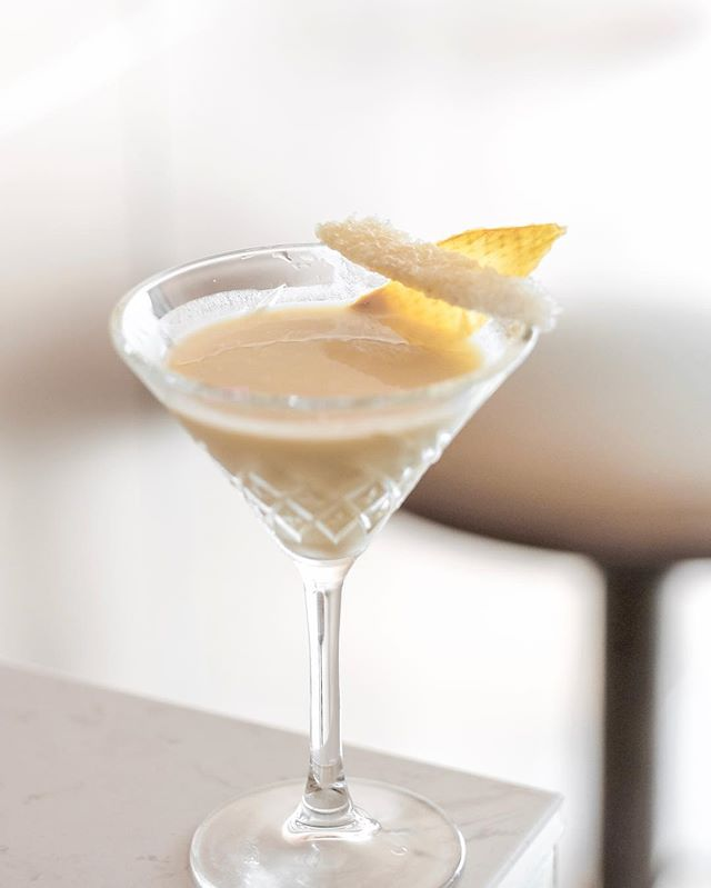 🥭Mango Sticky Rice cocktail 🍸 • Glutinous rice vodka, coconut, fresh mango and Vanilla essence 🍻
