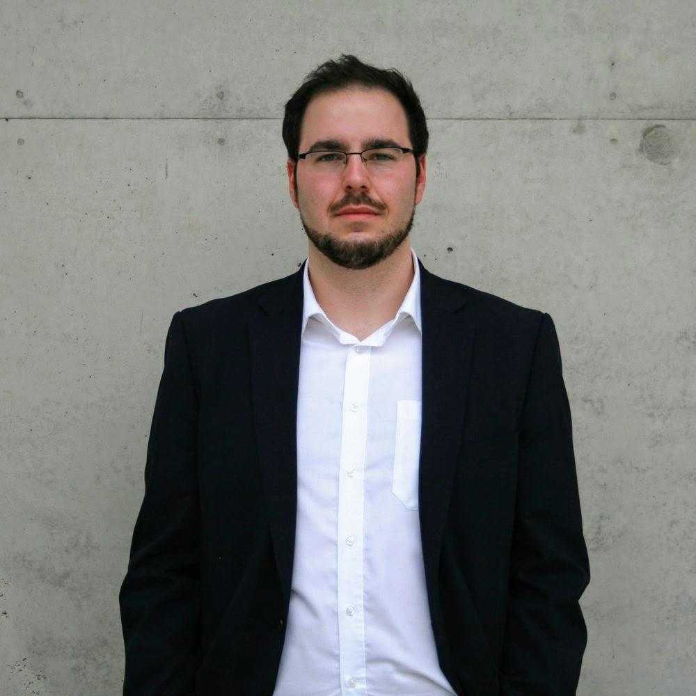 """Philipp  studierte Informatik an der Leibniz Universität Hannover. Neben dem Studium engagierte er sich seit 2015 bei HorsePower Hannover. 2017 wechselte er Vollzeit zu Horsepower und übernahm als Teamleiter die Aufgabe, das Pilotprojekt """"Autonomous Driving"""" umzusetzen. welches erstmalig innerhalb der Formula Student veranstaltet wurde. Hier konnte er sein theoretisches Wissen in der Praxis anwenden und stark erweitern, insbesondere in der Anwendung und Optimierung von komplexen Machine Learning Modellen des autonomen Fahrens. Zusätzlich war er als HiWi jahrelang an verschiedenen naturwissenschaftlichen Instituten angestellt, in denen er bei verschiedenen Forschungsarbeiten mitarbeiten konnte und fundierte Lehrerfahrung gesammelt hat. Bei Refindit hat er Machine Learning Modelle entwickelt und optimiert und Data Engineering angewand."""