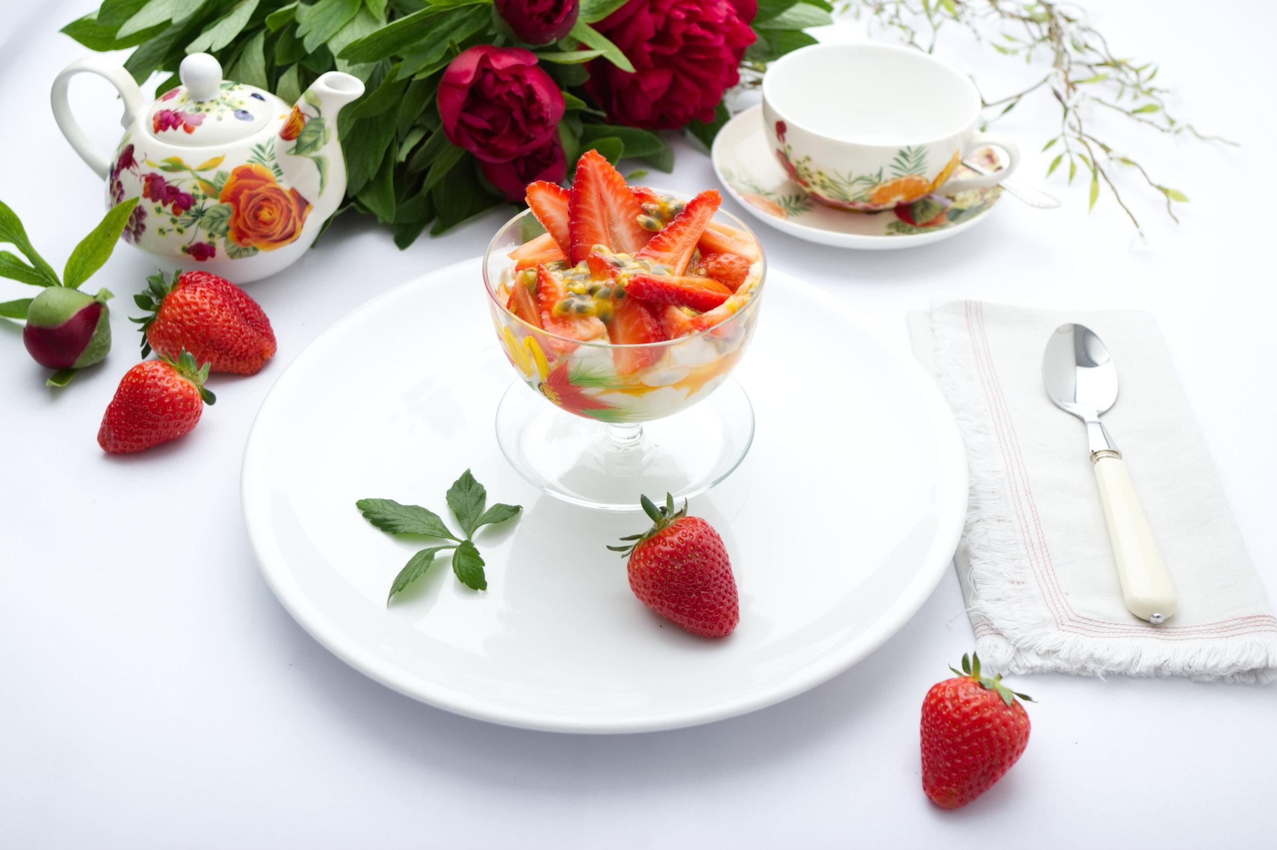 Vegan Kokosnuss Whip - Erdbeeren - Passionsfrucht