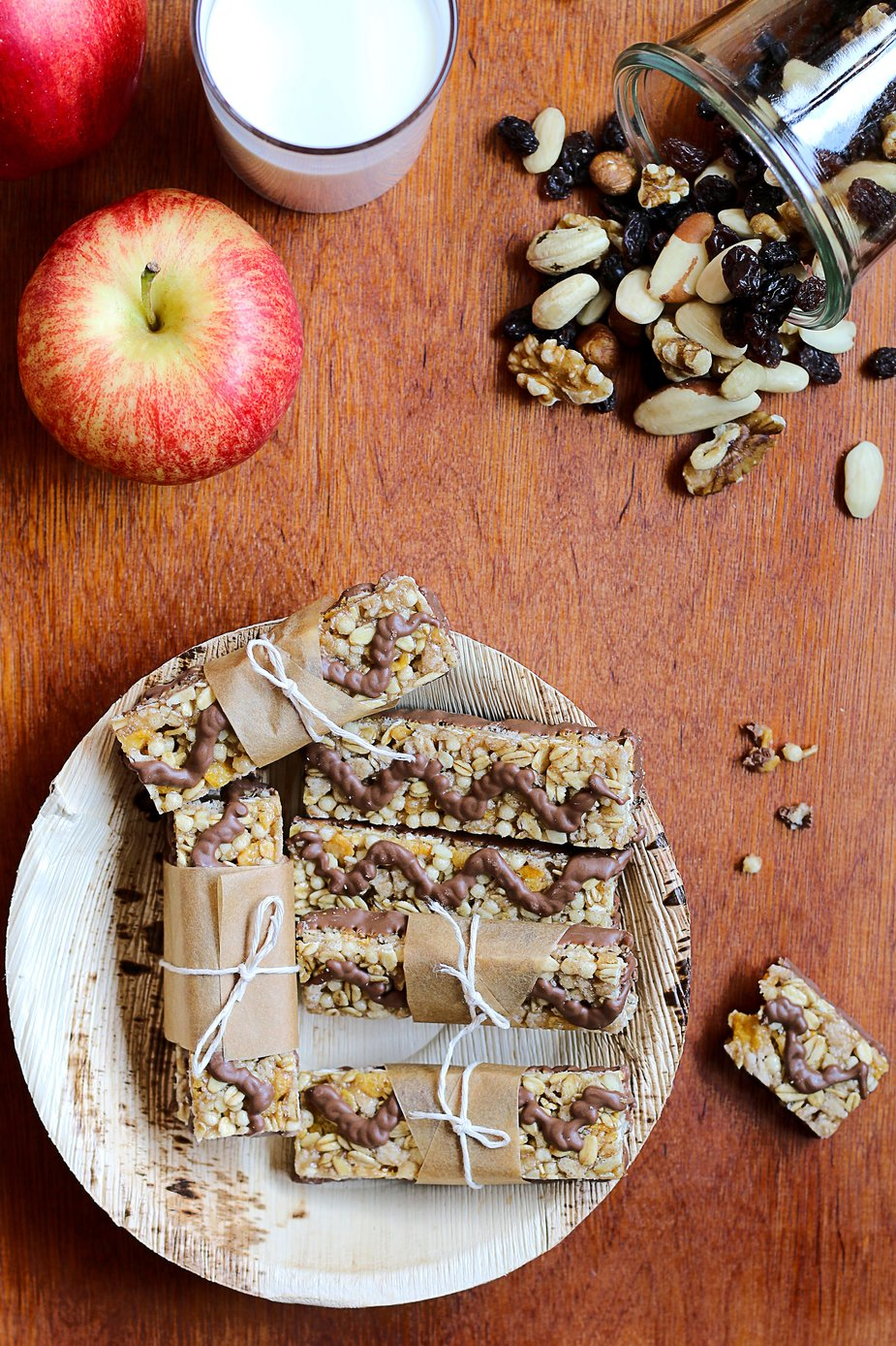 home-made-granola-and-muesli-bars_925x.jpg