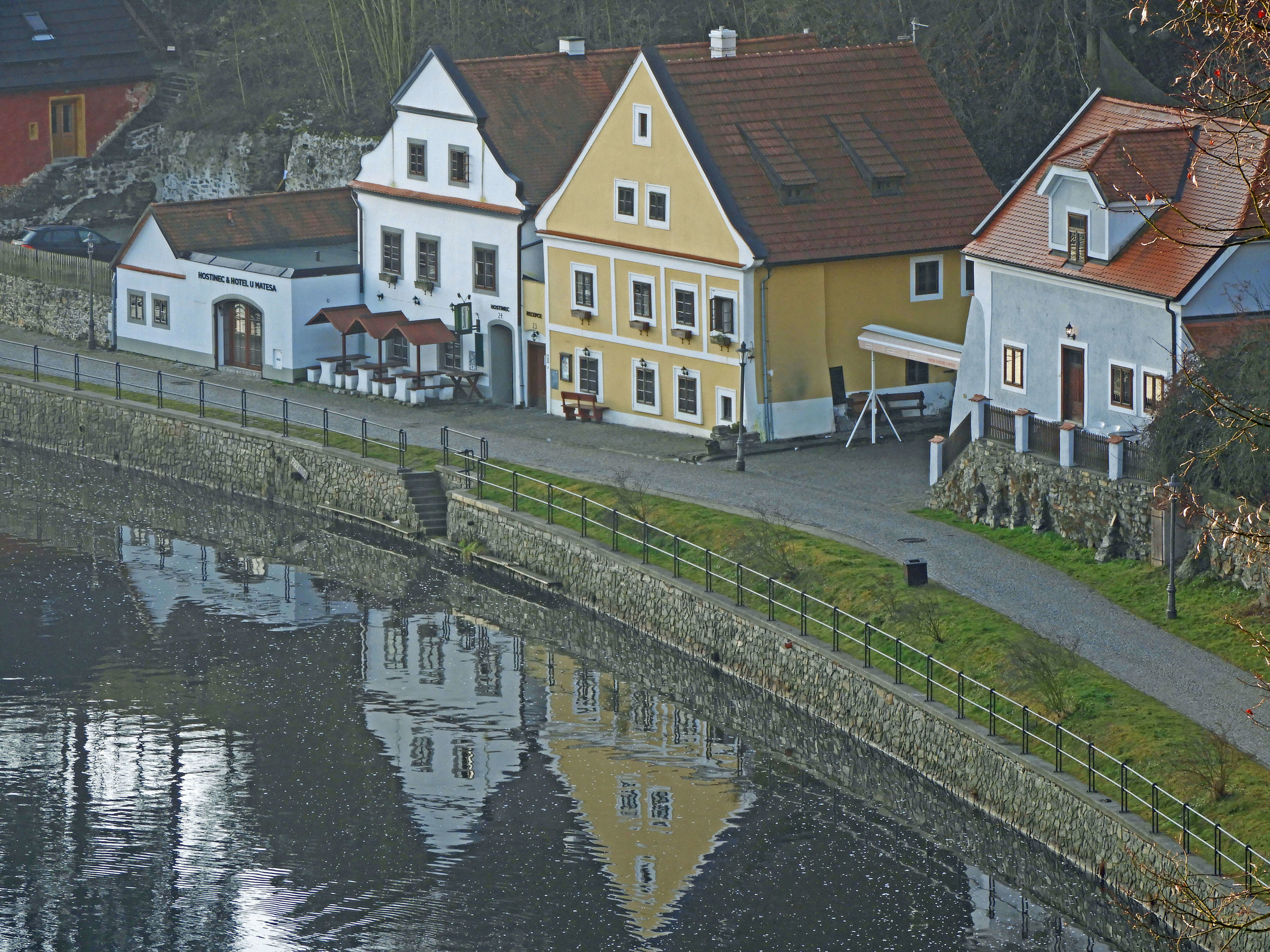 czech-cesky-river-house-reflection-water.jpg