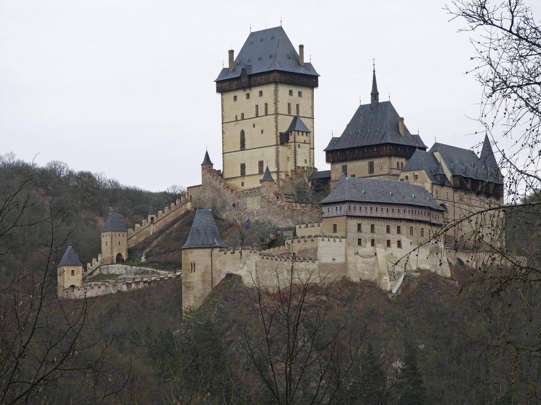 czech-republic-karlstejn-castle-zoom.jpg
