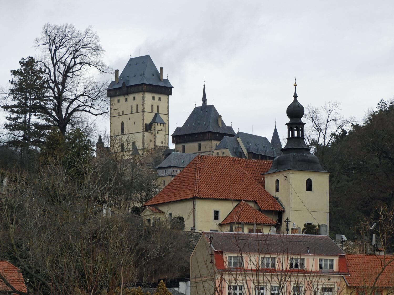 czech-republic-karlstejn-castle-hill-top.jpg