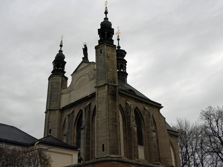 czech-sedlec-ossuary-exterior-macabre.jpg