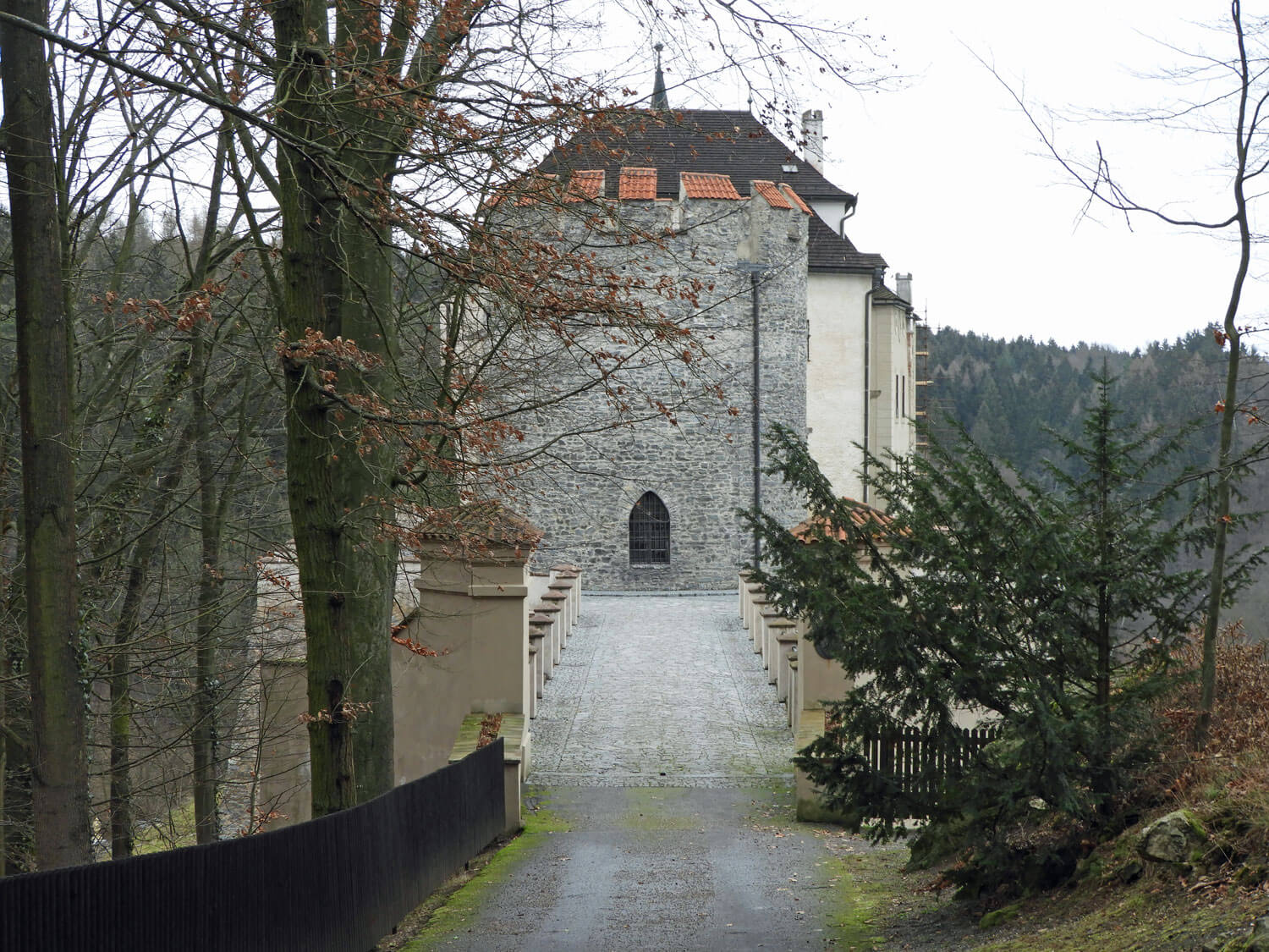 czech-cesky-sternberk-castle-bridge-tower-gate.jpg