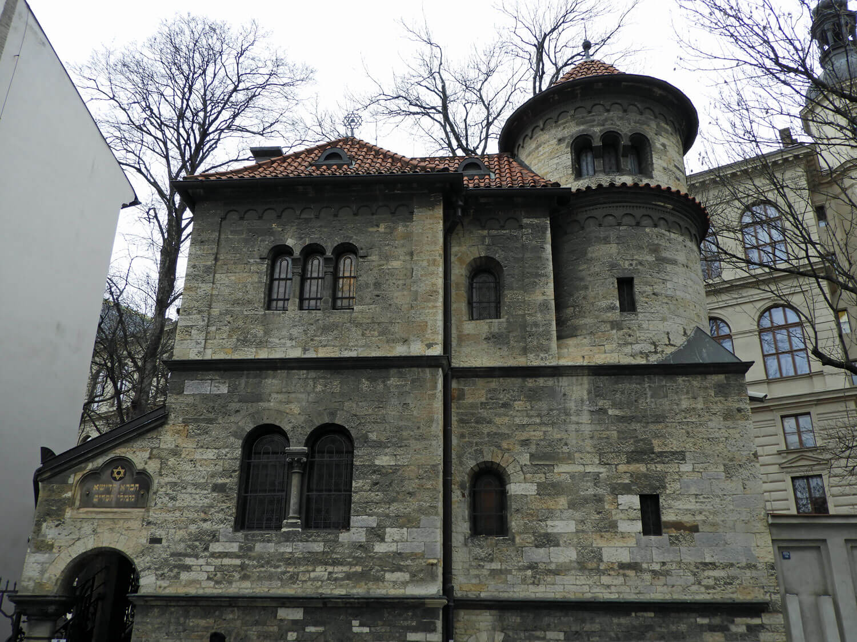 czech-prague-jewish-quarter-synagog.jpg