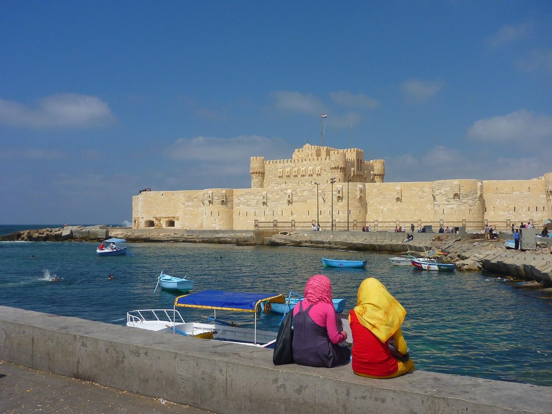 egypt-alexandria-fort-qaitbay-muslim-girls.jpg