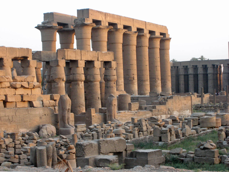 egypt-luxor-temple-columns-statue.jpg