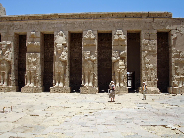 egypt-luxor-temple-habu-statue-columns.jpg