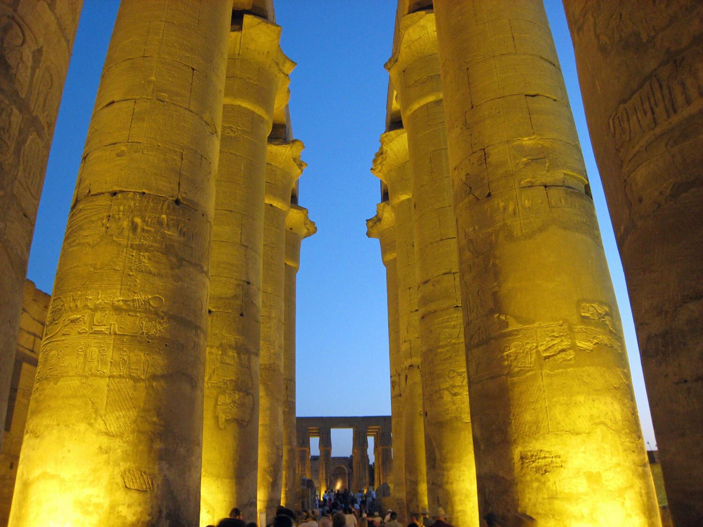 egypt-luxor-temple-statue-columns.jpg