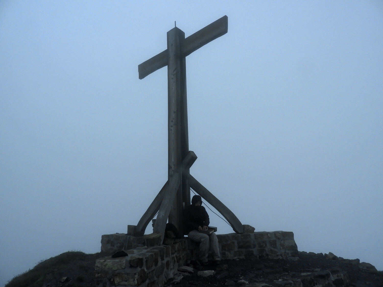 liechtenstein-malbun-naapfkopf-hike-peak-mountain-border-cross.jpg