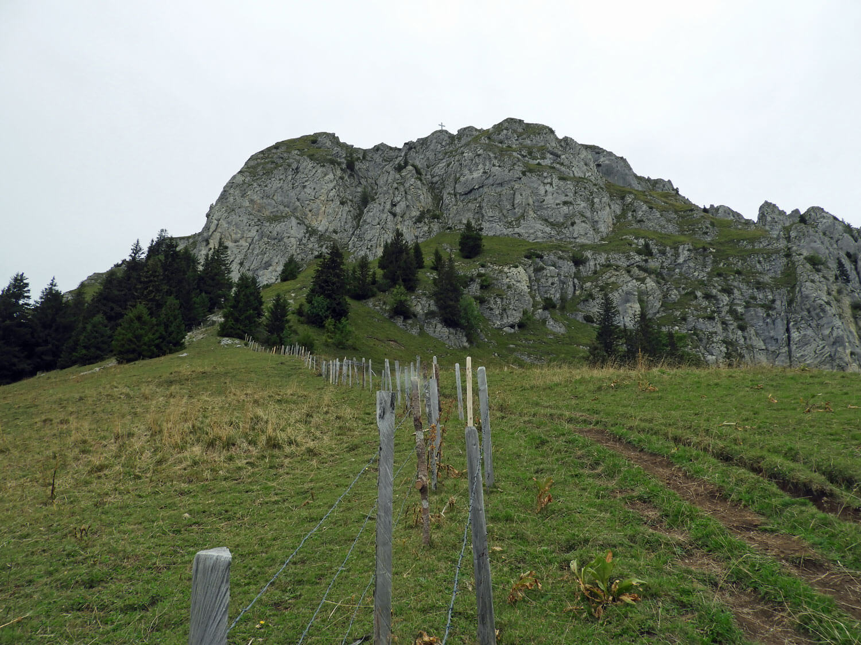 switzerland-gruyere-hike-saddle-dent-du-broc-peak.jpg