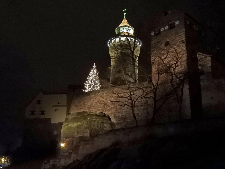 germany-nuremberg-alstadt-kaiserburg-nightime-christmas.jpg