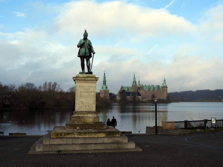 denmark-frederiksborg-statue-lake-slot-castle.JPG
