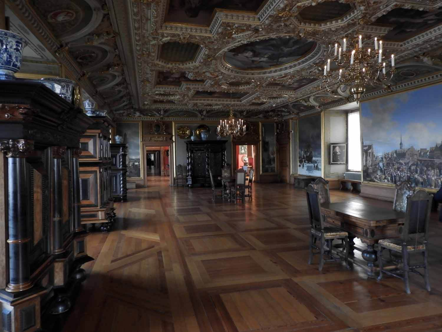 denmark-frederiksborg-slot-castle-interior-tour-furniture-painting-gold.JPG