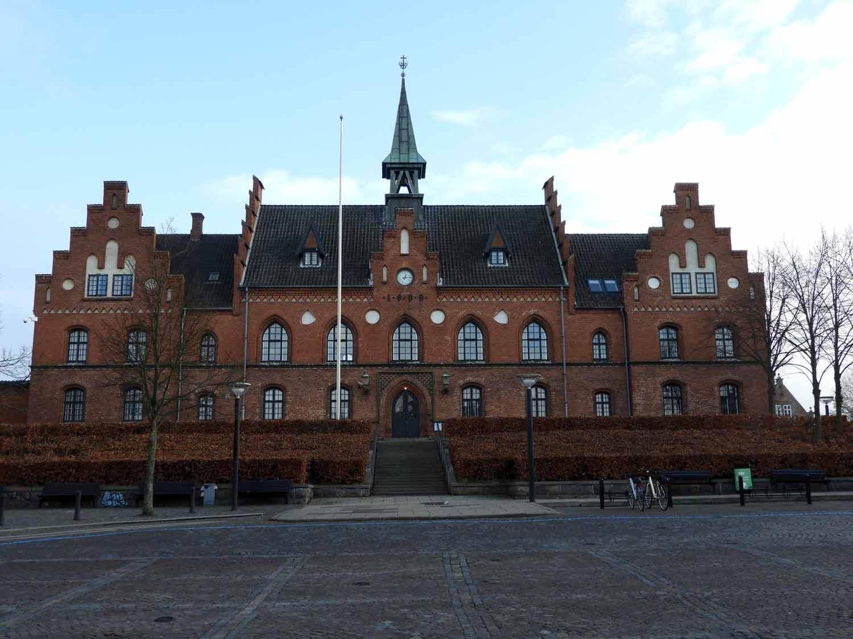 denmark-frederiksborg--slotssoen-hillerod-townhall-square-brick-slotssoen-hillerod.JPG