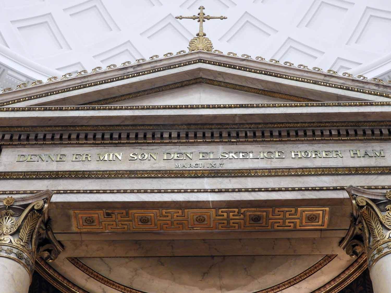 denmark-copenhagen-vor-frue-kirke-jesus-christus-gold-thorvaldsen-marble-carrera.JPG