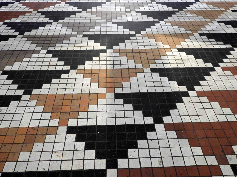denmark-copenhagen-thorvaldsen-museum-floor-tile-triangle-design.JPG