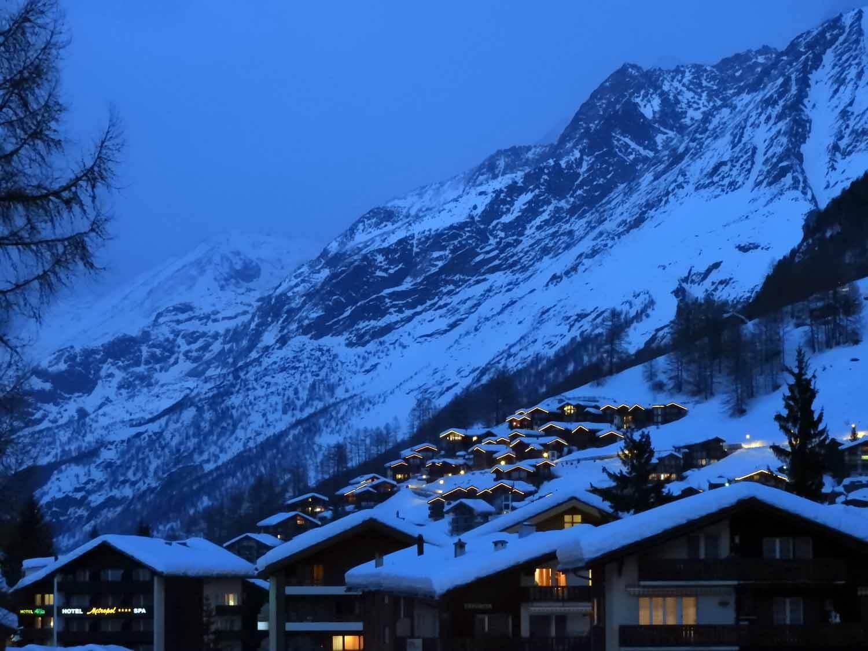 switzerland_zermatt_winter_snow_skiing_snowboarding _evening_town_nighttime.JPG