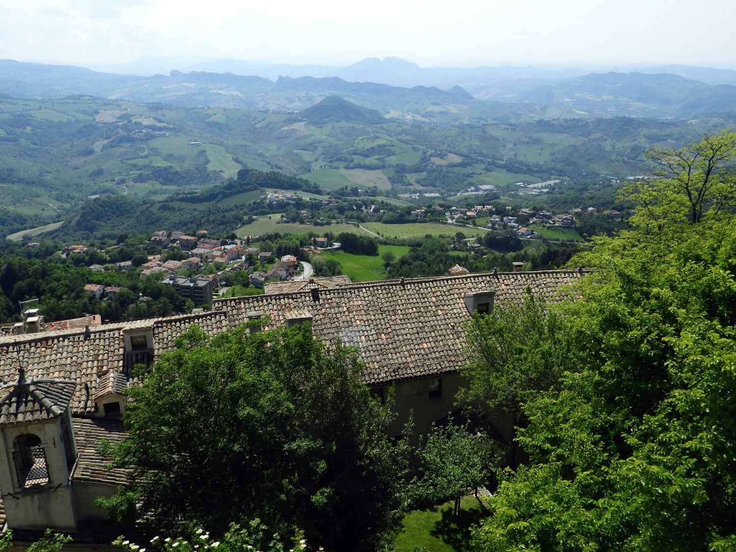 san-marino-micro-nation-green-hills-stone-buildings.jpg
